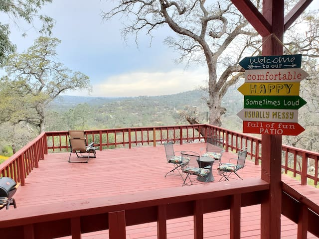 Canyon Vista - Rock Wall Cabin Features