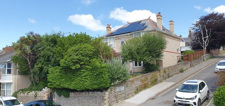 Hope House, Luxury 5 bedroom detached holiday home