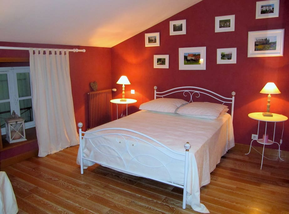 chambre priv e dans demeure de charme chambres d 39 h tes louer chantonnay pays de la loire. Black Bedroom Furniture Sets. Home Design Ideas
