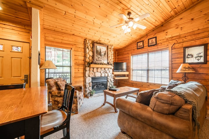 1 King Bed Log Cabin w/ Fireplace