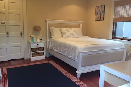Relaxing Private Queen Bedroom/Bath- Culver City - Culver City - Casa