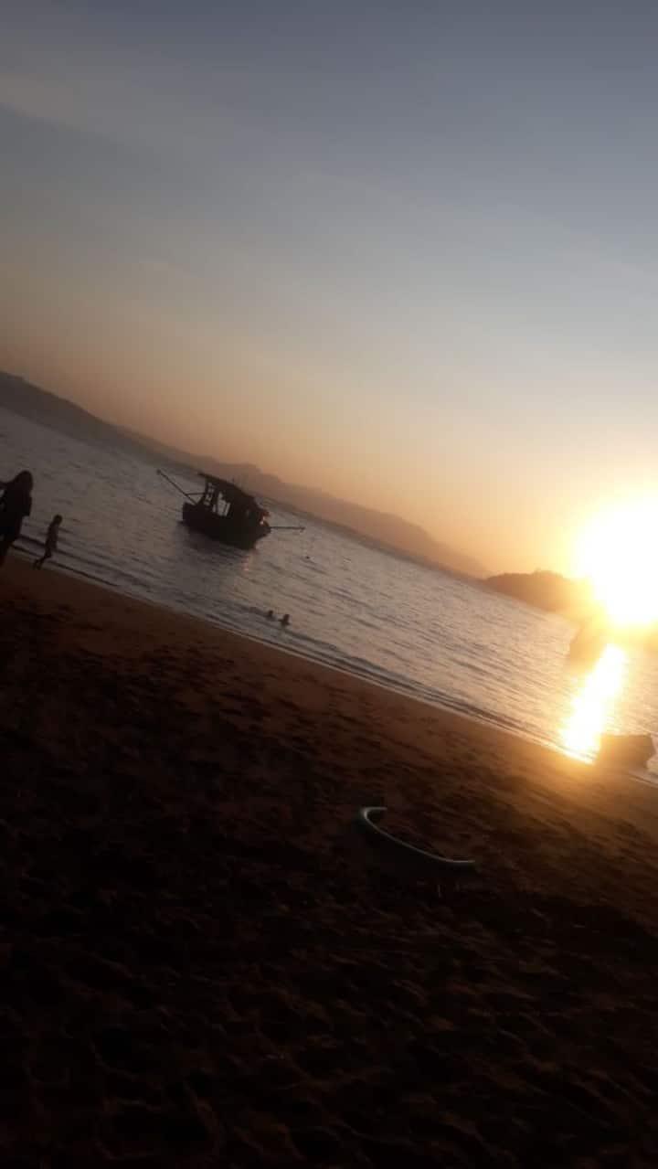 Apto frente ao mar, na baía de Porto Belo.