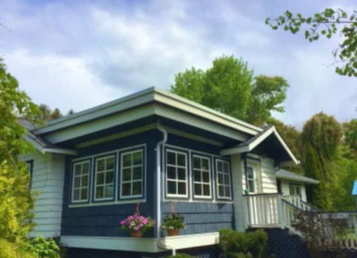 L'ALMA Art House: 1 Bedroom Suite Village Center