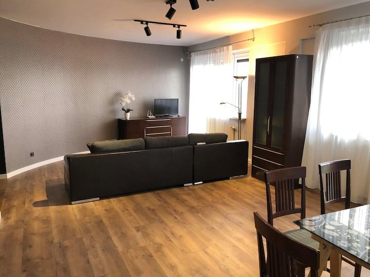 Przestronny apartament z klimatyzacją w centrum