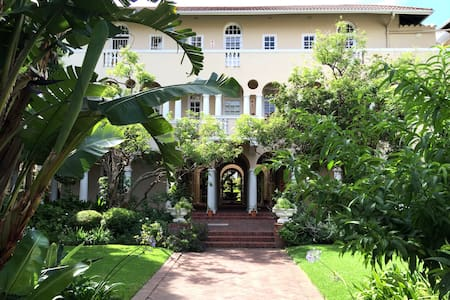 Comfortable 2 Bedroom Apartment;  Parking & Wifi - Cape Town - Byt