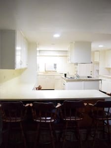 Duplex space: 2BD 1 BA Kitchen + TV - West Palm Beach