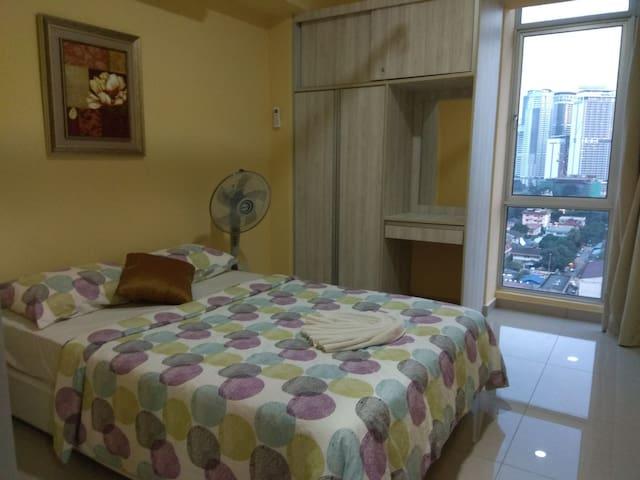 Room 1 - Queen bed