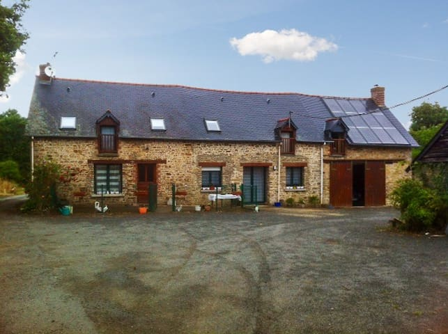 Farmhouse cottage w/natural scenery - Bain-de-Bretagne - Hus
