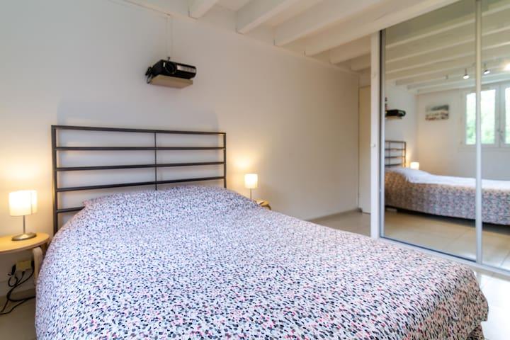 Chambre 1, lit double (140x200cm)