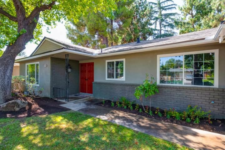 Gorgeous 4 bed/2 bath house close to everything!