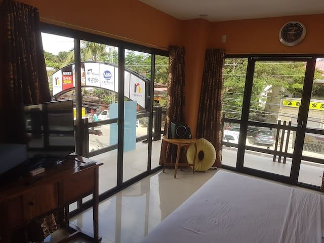 New Room for 2!5 min to Alonabeach and nightlife!A