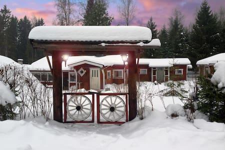 Cozy cottage close to the lake. Sauna. - Smedjebacken S - Kulübe
