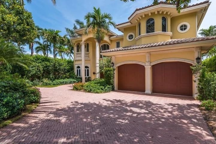 Seven Island Villa right downtown Fort Lauderdale