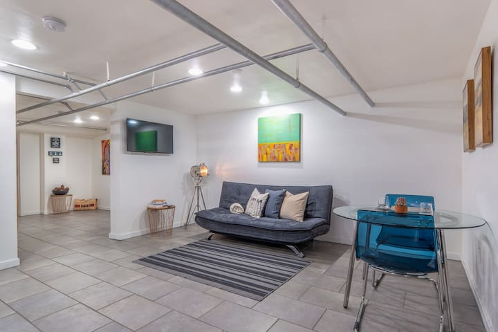 NW 23rd Ave Modern Daylight Basement Apartment