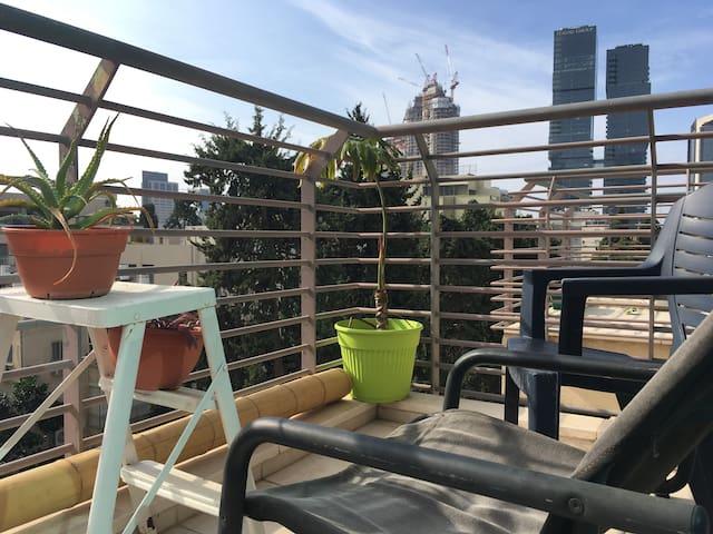 Amazing Room with Private Balcony@ Sarona market