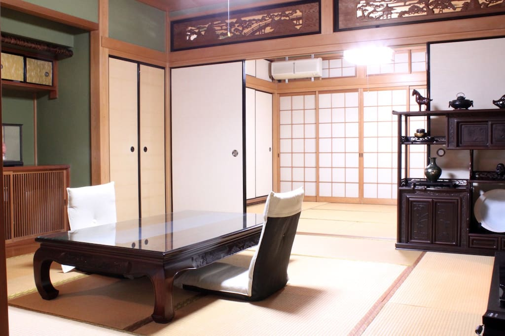 Two Japanese rooms are available as a dedicated space.  八畳と六畳の和室二間を専用スペースとしてご利用いただけます。