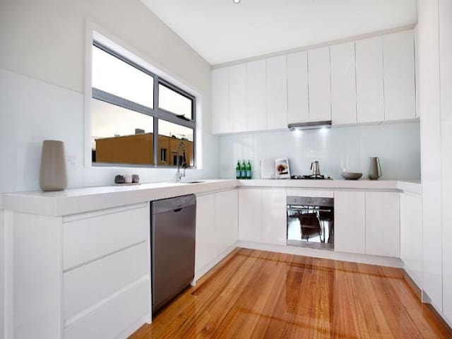 Shared kitchen with everything, Dishwasher, Gas Cooktop, Electric Oven, Microwave and allot more.