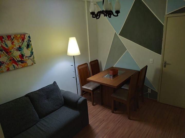 Excelente quarto e sala no centro com Wi-Fi .