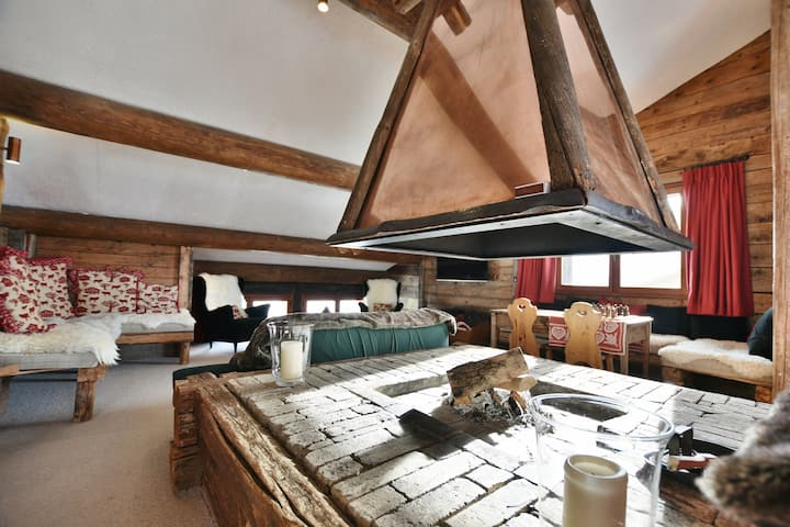 FULLY CATERED 7 bed chalet for up to 14 right on the slopes with wifi!