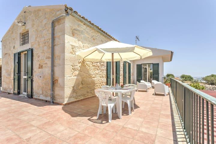 Charmantes Apartment in Marina di Ragusa mit Terrasse
