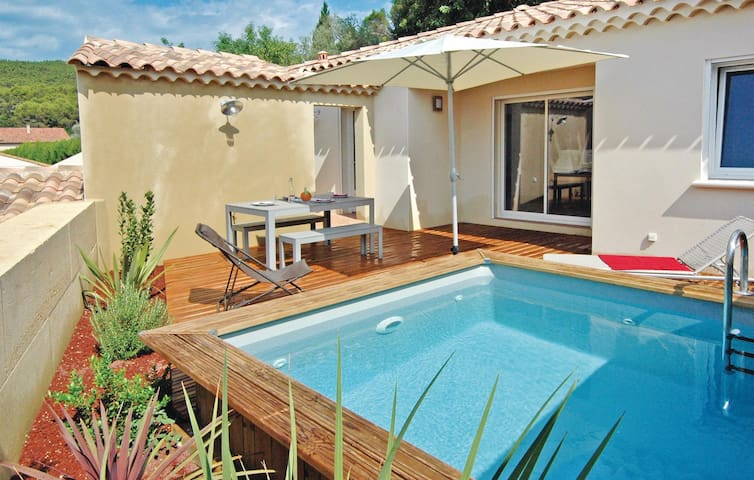 Holiday cottage with 2 bedrooms on 75m² in Laudun-L'Ardoise