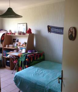Chambre:Beau T3 avec petit balcon - Martigues