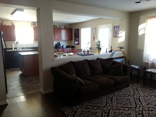 Private room/bathroom 10min from IAH airport