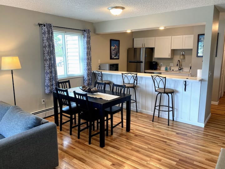 Clean, fresh, remodeled condo in Fraser