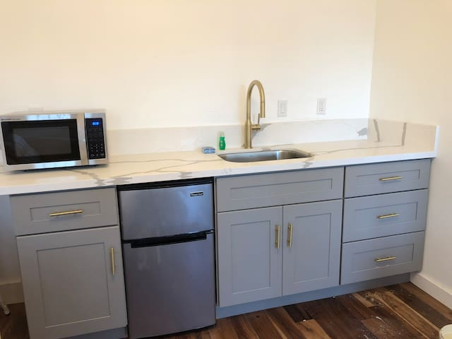Entire apt - Queen BD, 1 BA, Sofabed, kitchenette