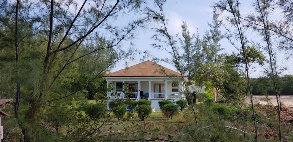 Seabreeze Beach Cottage - steps from own beach
