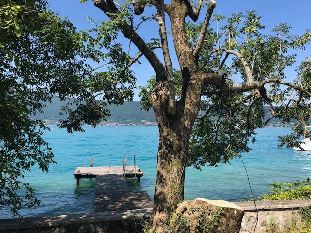 Villa avec accès privé au lac