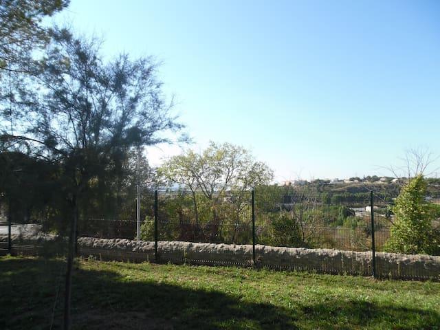 En haut de la colline - Poussan