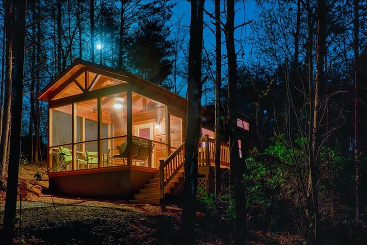 End of the Road Cabin D - Screened Porch, Private Hot Tub - Mill Spring - Cabaña