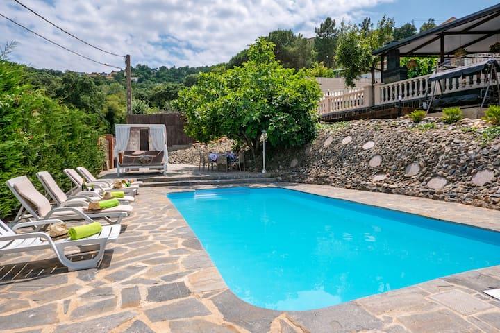 LUXHOUSES-Casa Rural Lux Maçanet de la Selva