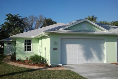 KAPOK VILLAS ~3 mi to Sanibel & Fort Myers Beach - Haus