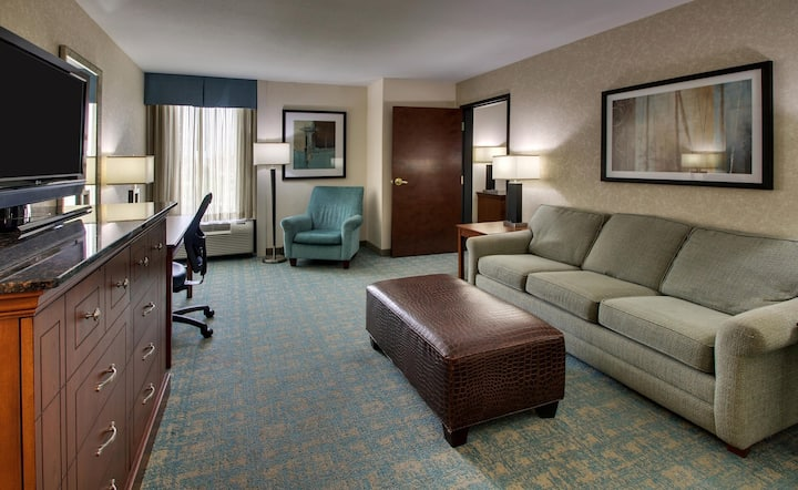 1 Bedroom Suite, Free Breakfast @ GreenTree Hotel