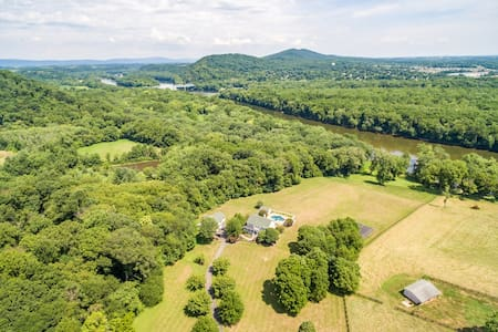 Potomac River Estate on 10 acres