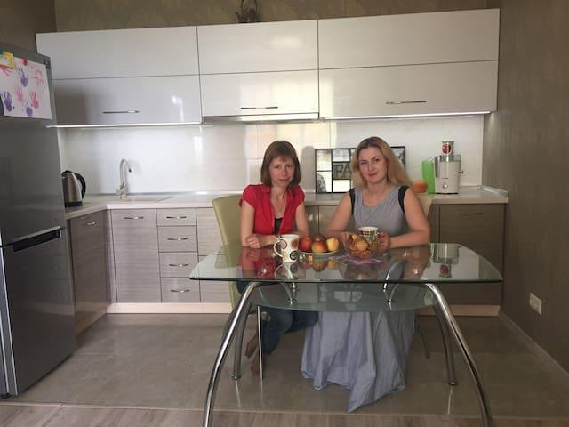 Уютная комната  в новой квартире - Kiova - Huoneisto