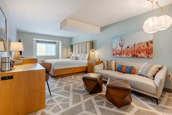 NEW - Heart of Tempe | University Dr | 1 BR + Parking