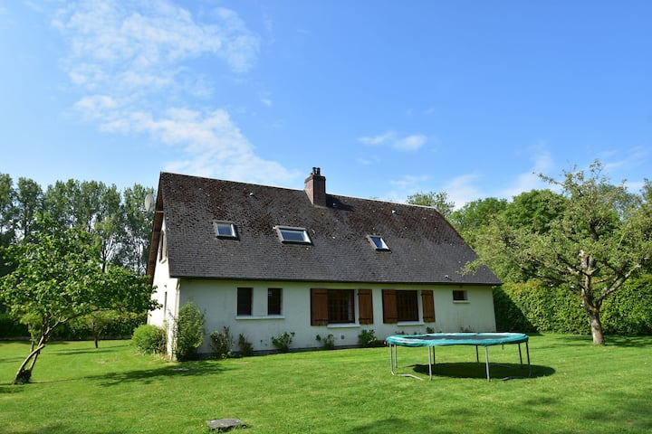 Detached holiday. Quietly situated on the River Dun
