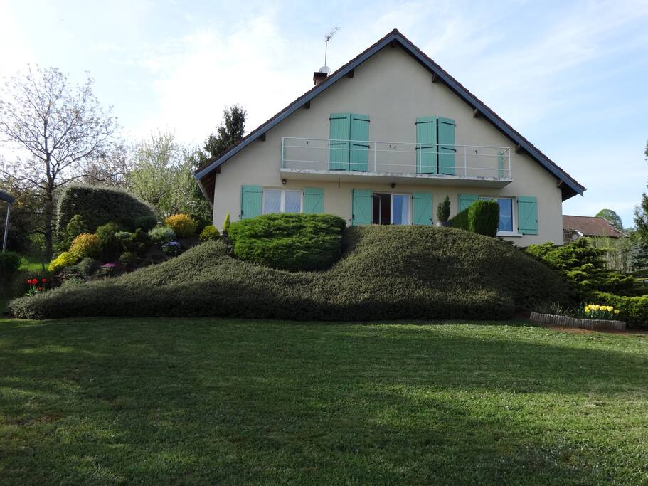 Chambre priv e l 39 tage d 39 une grande maison huizen te huur in pire - Rever d une grande maison ...