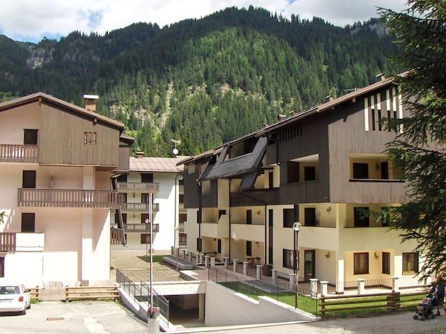 Piano Terra Alloggio Canazei -TN Cond. Des Alpes 2 - Cercenà - Huoneisto