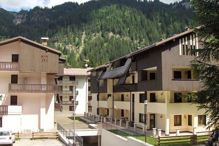 Piano Terra Alloggio Canazei -TN Cond. Des Alpes 2 - Cercenà - Byt