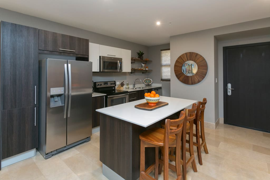 High end kitchen with island bar, fully equipped