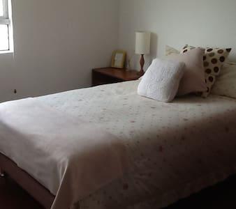 Habitaciones,  cómodas y bien ubicadas.