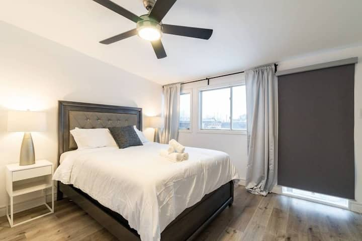 Stunning Two BR + Den + Bath & Luxury Bed - UofT
