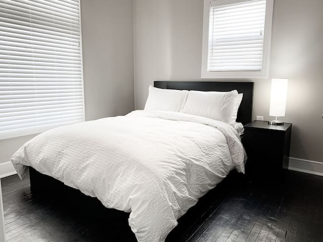 Modern Living - Private Bedroom #2 near Downtown