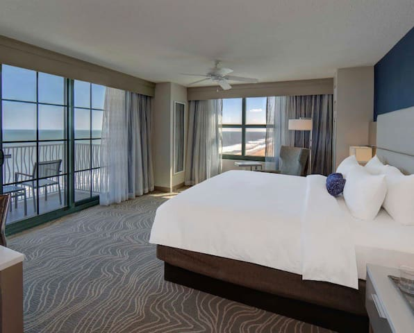 1 Bedroom Oceanview King Suite