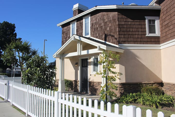 1 bed, 1 bath in Old Town Torrance townhouse