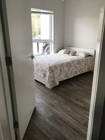 Spacious 1bedroom near Willowbrook mall,bus stop.